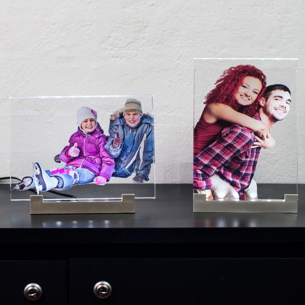 2D fotoramme med farvetryk og lysfod